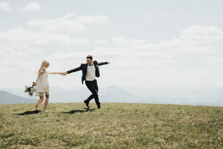 tanzendes Pärchen am Hochzeitstag
