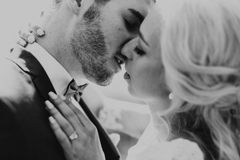intimer und echter Hochzeitskuss
