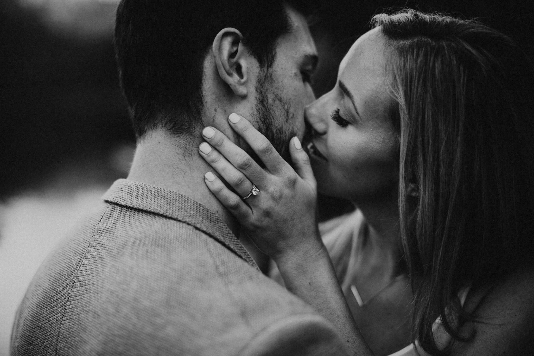 intimes schwarzweiss Paarfoto