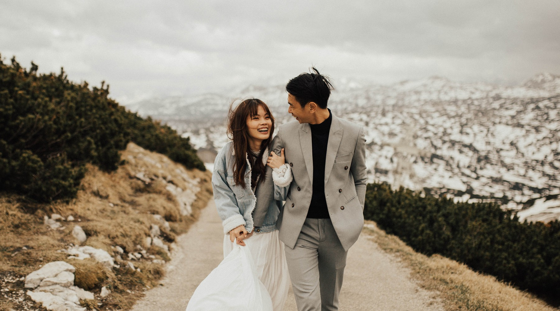 Engagement Photos in Hallstatt on Dachstein Krippenstein