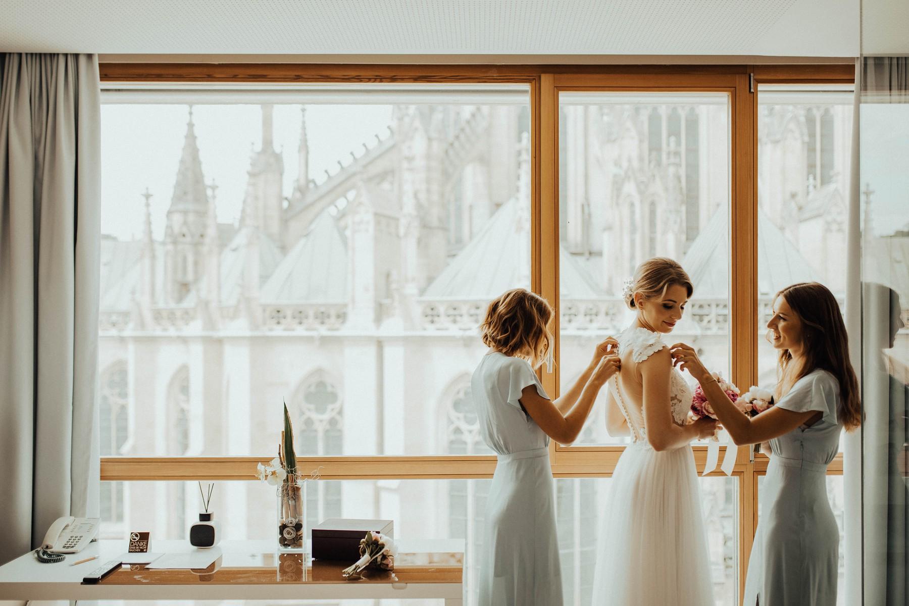 Getting Ready für die Hochzeit im Hotel am Domplatz in Linz